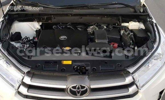 Buy Import Toyota Highlander White Car in Import - Dubai in East Mahé