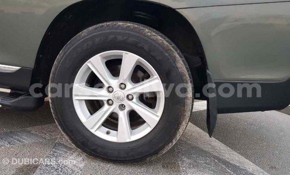 Buy Import Toyota Highlander Green Car in Import - Dubai in East Mahé