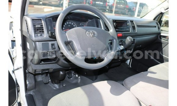 Buy Import Toyota Hiace White Car in Import - Dubai in East Mahé
