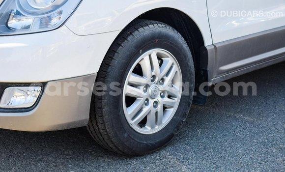 Buy Import Hyundai Accent White Car in Import - Dubai in East Mahé