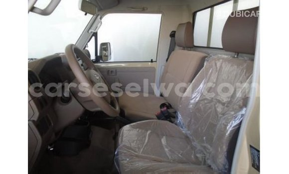 Buy Import Toyota Land Cruiser White Car in Import - Dubai in East Mahé