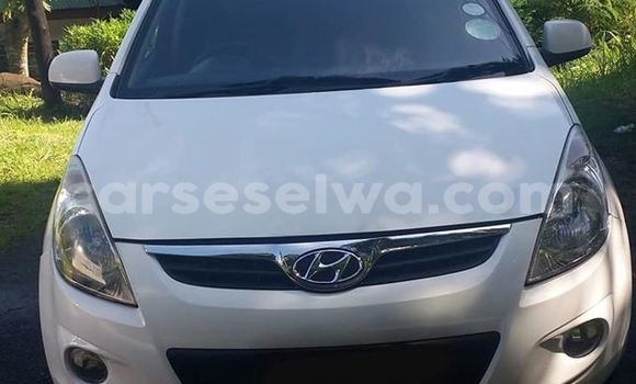 Buy Used Hyundai i20 White Car in Anse Volbert in Inner Islands