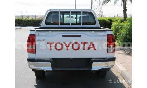 Buy Import Toyota Hilux White Car in Import - Dubai in East Mahé