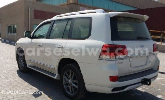 Buy Import Toyota Land Cruiser White Car in Import - Dubai in East Mahé