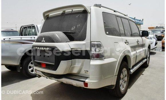Acheter Importé Voiture Mitsubishi Pajero Blanc à Import - Dubai, East Mahé
