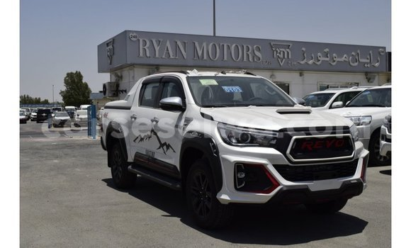 Buy Import Toyota Hilux White Car in Import - Dubai in East