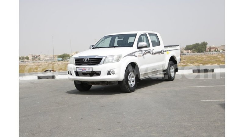 Big with watermark toyota hilux east mah%c3%a9 import dubai 4805