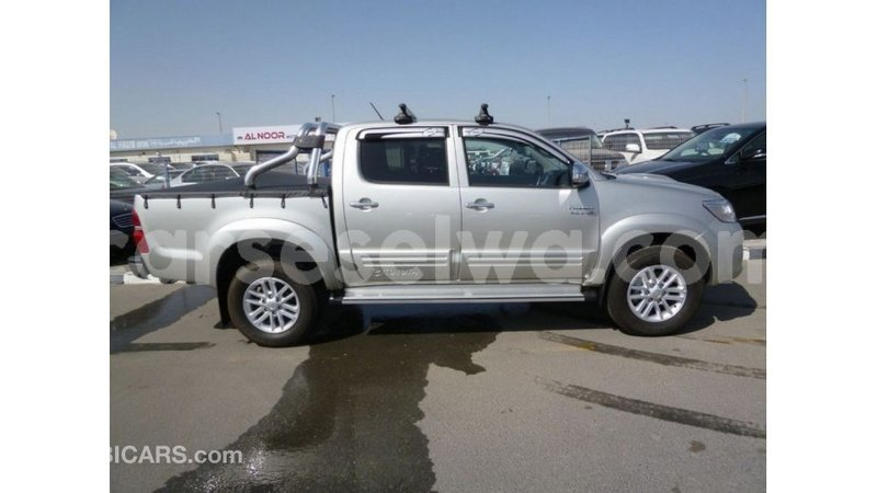 Big with watermark toyota hilux east mahe import dubai 6114