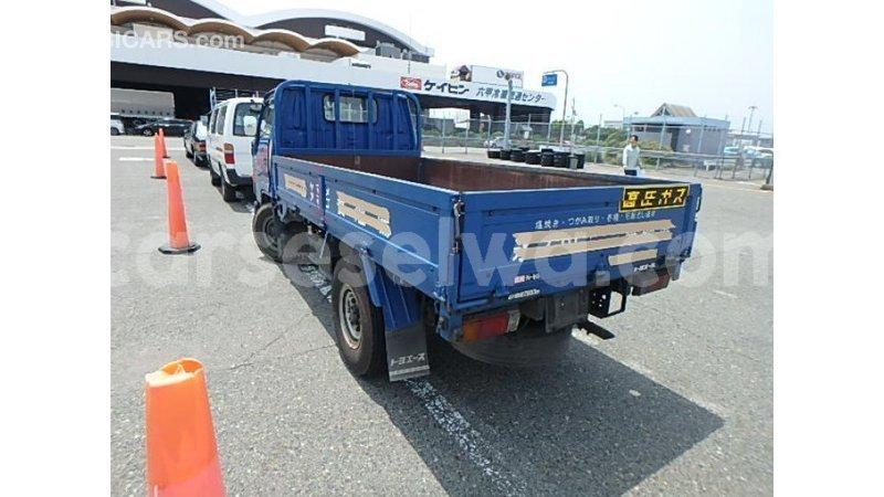 Big with watermark toyota ade east mahe import dubai 6901