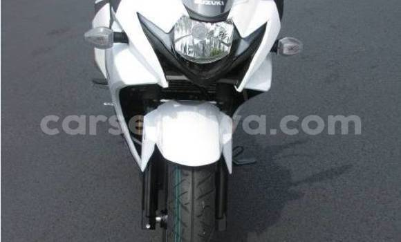 Buy Used Suzuki GSX–R White Bike in Grand'Anse in West Mahé