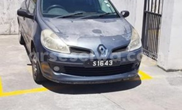 Buy Used Renault Clio Silver Car in Beau Vallon in North Mahé