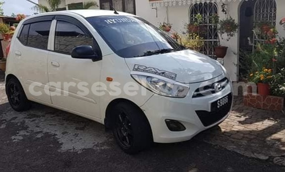 Buy Used Hyundai i20 White Car in Beau Vallon in North Mahé