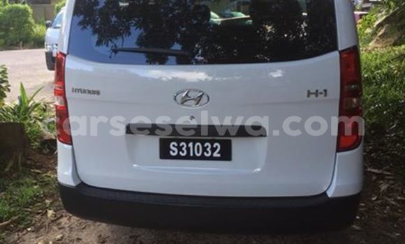Buy Used Hyundai H1 White Car in Beau Vallon in North Mahé