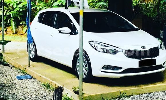 Buy Used Kia Cerato White Car in Beau Vallon in North Mahé