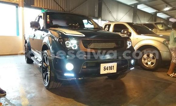 Buy Used Nissan Navara Blue Car in Beau Vallon in North Mahé
